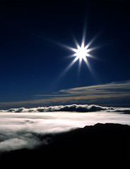 Morning on Haleakala (Ken Schwarz) Tags: morning blue sky sun mountain cold love nature sunrise wow ilovenature star volcano hawaii engagement marriage maui haleakala proposal starburst stratosphere diffraction abovetheclouds blueribbonwinner specnature mnfg abigfave unature seasunclouds unaturefav colorstars