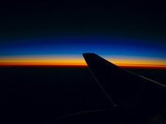 Ocaso a 30.000 pies (Miguel Herrera) Tags: sunset sky sun sol plane airplane 2006 cielo ala motor ocaso avion turbina 1on1photooftheday abigfave miguelherrera