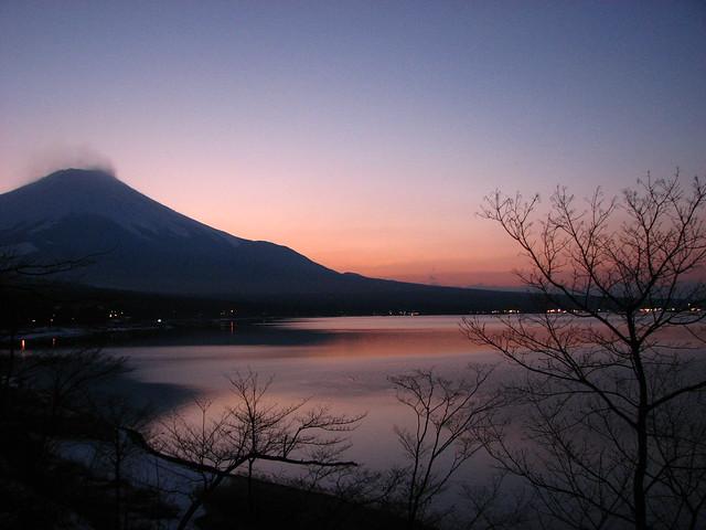 山中湖と富士山