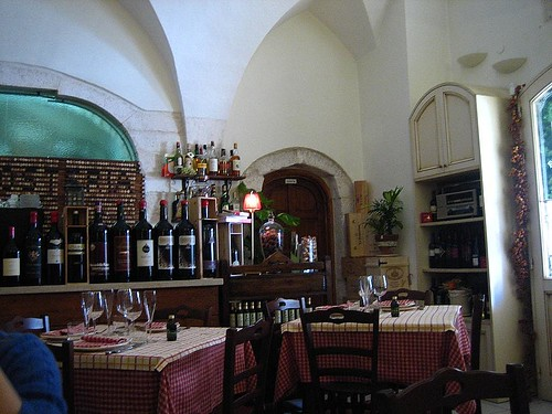Interior, Osteria Piazzetta Cattedrale - it filled up fast later.