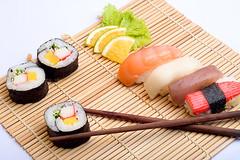 Sushi (www.julianabastos.com) Tags: food sushi japanesefood oriental comidajaponesa culinria julianabastos
