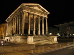 La Maison Carrée (Lolo_) Tags: france monument night temple nuit romain gard nîmes maisoncarrée hexastyle defidefiouiner francelandscapes