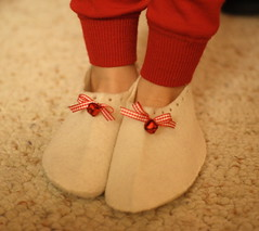 Slippers (UncommonGrace) Tags: christmas holiday bell felt marthastewart ribbon handsewn slippers kidscrafts