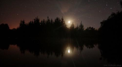 estrellas y luna par Álvaro Rivas