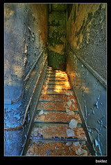 Upstairs (Jeroen van Vliet [bsidez]) Tags: castle stairs belgium decay upstairs forgotten chateau trap noisy peeled kasteel bsidez 1xp