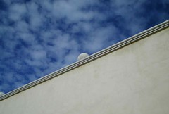 Wall, ball and blue sky (Diego D'Attilio) Tags: emozioni
