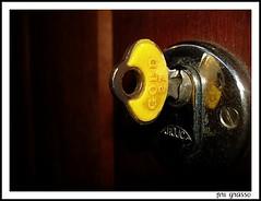 Chave (Pri G Guerra) Tags: porta picnik chave maaneta priscillaguerra priscillagrasso