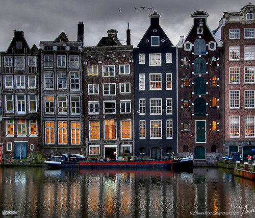 Damrak - Amsterdam -- hdr amsterdam holland water europe damrak barca reflection boat cases windows buildings