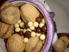Amanditas, little chocolate balls and under ice cream!!! (Priscila Darre) Tags: brazil food ice cup brasil recipe jack dessert candy sweet chocolate sopaulo cream delicious paulo so xcara sorvete amandita