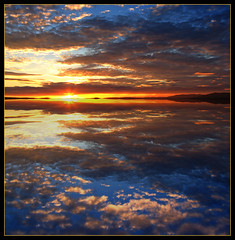 River Clyde Sunset (edowds) Tags: sunset sky reflection clouds scotland riverclyde argyll breathtaking ayrshire largs downbytheriver scoreme43 abigfave flickrscorer18 picswithframes impressedbeauty aplusphoto 5bangs flickrchallengegroup flickrchallengewinner 15challengeswinner platinumheartaward peachofashot spectacularsunsetsandsunrises