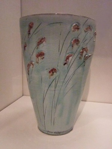 Vase with reeds and egret by Park Young-sook 1998 Republic of Korea Stoneware with incised and copper-oxide decoration on white slip