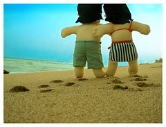 ahhh o vero (dea sagiorato) Tags: sunset sea summer love beach sand couple dolls tan ions toyart