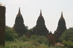 Payathonzu, Bagan (© Libyan Soup) Tags: brick temple pagoda burma stupa buddhist buddhism temples myanmar paya birma brickwork pagan pagodas bagan birmanie stupas ミャンマー birmania mianmar בורמה payathonzu 미얀마 minnanthu plainofmerit ビルマ arimaddanapura tambadipa tassadessa pyathadar pyathatgyi 緬甸缅甸 mianmá baganarchaeologicalzone baganmonumentnumber803 kingkyaswa tayokpye tayokpyi baganmonumentnumber539 thambula baganmonumentnumber482 threetemples baganmonumentnumbers479478477 lemyethnagroup leimyethna baganmonumentnumber447 μυανμάρ мьянма libyansoup