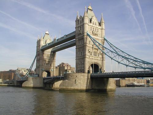 London 0207 085