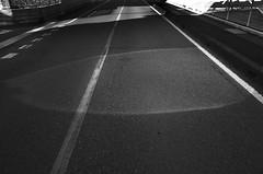 _R015097 (yukio sakaue) Tags: ricohgr gr bw blackandwhite border horizon shadow