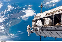 They fly over my house (Brenda Anderson) Tags: newzealand nasa spaceshuttle notmyphoto publicdomain curiouskiwi brendaanderson curiouskiwi:posted=2006