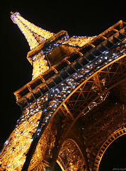 Eiffel Tower (peter_panamint) Tags: light urban paris france bulb night wonderful lights evening interestingness amazing interesting europe illumination eiffel 2006 blingbling illuminated explore bling p1f1 interestingnesse spakrling