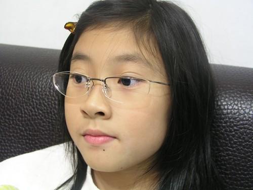 Annie 戴的 Silhouette(詩樂) 鈦製超輕無螺絲眼鏡