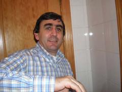 Josemari aguantando como un jabato (Nieva Segovia) Tags: fiestas 2006 segovia diciembre sanesteban nieva sanesteban2006