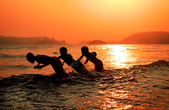 Take the plunge...! (carf) Tags: girls friends boy sunset sea brazil sun playing streets boys girl silhouette brasil kids youth children happy hope kid community education support friend holidays waves child play risk friendship joy happiness esperana social altruism santos change educational fundraising campaign playful streetkids streetchildren development prevention plunge atrisk funds funding changemakers mundouno everyoneachangemaker