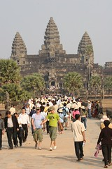 Crowds to Angkor Wat
