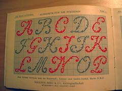 152_5259 (romibello.de) Tags: grid stitch type stick specimen raster stickerei schriftmuster alphabete