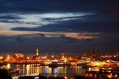 notti di genova (fotognesi) Tags: longexposure mare genova porto luci notte sera contrasto lungaesposizione nottidigenova genovapernoi marescuro