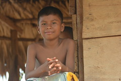 winsome smile (cam17) Tags: panama darien emberavillage embera mogue villageofmogue dariengap puntaalegre panamadarien emberaboy winsomesmile cutekid boyinahut