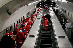 (tijo) Tags: santa christmas party london underground pub escalator tube 2006 santacon crawl mayhem bystanders tijo santasonthemove tiffanyjones