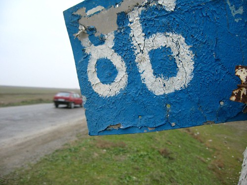 86kms along the A343 highway, Azerbaijan / 343号線の86km時点看板(アゼルバイジャン)