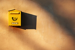 Lietuvos patas (Markus Moning) Tags: shadow yellow wall mailbox post mail box wand company gelb letter postbox letterbox canoneos350d schatten lithuania lithuanian briefkasten kaunas moning lietuvos lietuva litauen markusmoning patas updatecollection ucreleased