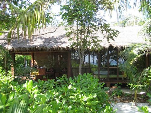 HAbitaciones tailandesas en el hotel Zeavola de Phi Phit