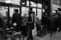 The Watchers (yoshiko314) Tags: leica blackandwhite bw film flickr kodak rangefinder 400tx 35mmfilm scanned 大阪 osaka flickrmeetup leicam6 35mmf2 fmk 新世界 jam343 35mmlens summicronm negafilm じゃんじゃん横丁