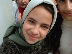 Iraaks meisje met hoofddoek
