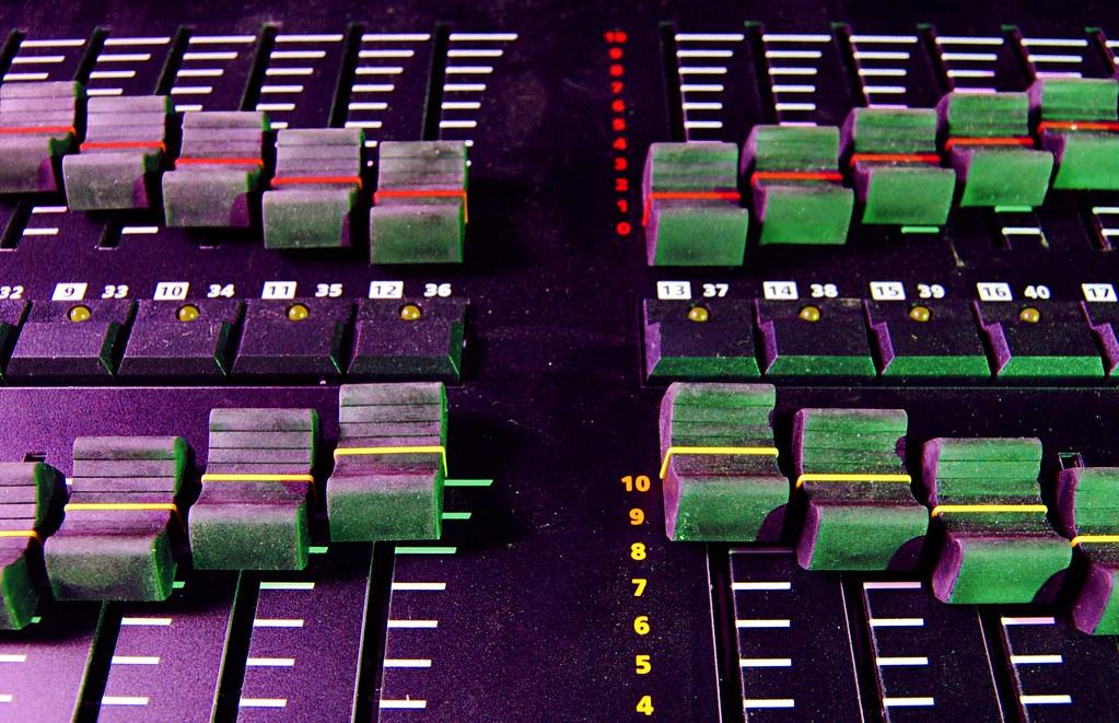 X Faders Desk