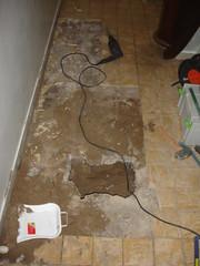 tegels en 10 cm beton weghakken (klusmaniak) Tags: amsterdam prinsengracht vervangen standleiding