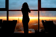 Catch the sun (Markus Moning) Tags: sunset woman sun silhouette skyline lady bar hotel photographer sonnenuntergang searchthebest interior latvia catch frau dame sonne canoneos350d riga moning lettland reval rga latvija markusmoning stunningskies