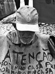 Ateno (Breno Peck) Tags: old portrait white black branco preto attention peck velho begger pedinte breno ateno  brenopeck