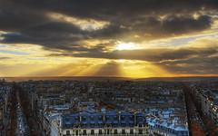 The Last Breath of a fading Sun Over Paris | Paris skyline roofs sunset | davidgiralphoto.com (David Giral | davidgiralphoto.com) Tags: light sunset sun david paris france clouds last landscape soleil nikon europe cityscape cloudy dusk breath over rays d200 fading arcdetriomphe hdr couchant dernier giral soupir nikond200 18200mmf3556gvr 5xp outstandingshots tthdr copyrightdgiral davidgiral bestofr