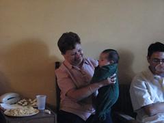 Meche cargando bebe (ray_iceman) Tags: family reunion tios vazquez