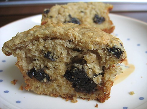 oatmeal dplum muffin cut