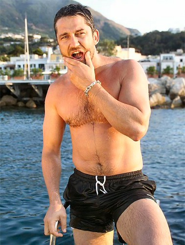 gerard butler 300 workout