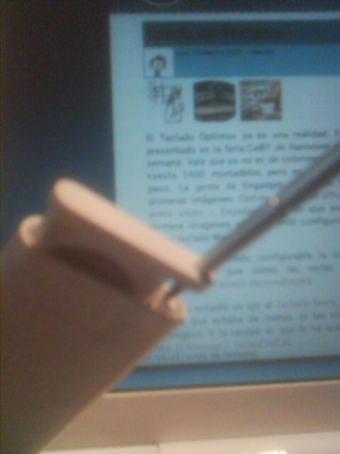 Stylus abriendo un Apple Remote