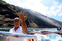 Île de Stromboli / ballade en bateau (Charles.Louis) Tags: italie sicile stromboli éolie éolienne île volcan mer patrimoine nature environnement