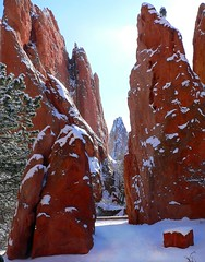 Snow-clad monoliths (ladyloneranger) Tags: 14jan07 abigfave bravo co coloradosprings gardenofthegods i500 interestingness48 mezozoicsandstone monoliths redrocks rockclimbingsite snow soe