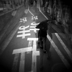 551 (Carlos Noboro) Tags: street bw 6x6 film japan umbrella holga doubleexposure 120film agfa