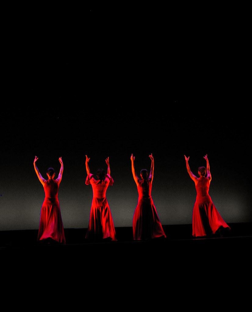 عکس زنان زیبا در حال رقص سنتی عکس زیباترین دختردنیا,عکس زن زیبا,عکسهای زیباترین زنان دنیا