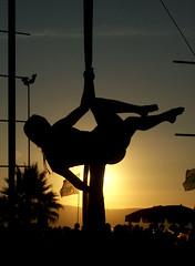 ::::::::::::::EL LADO OSCURO (RIRP) Tags: circo silueta telas rirp ltytr1 sobrexpuestos