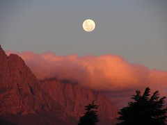 Stellenbosch Moonrise (rouxenator) Tags: moon clouds luna moonrise laluna stellenbosch theworldwelivein goldseal qualitysurroundings