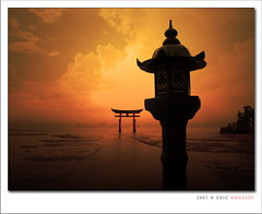 Miyajima Torii Gate (Japan) (Eric Rousset) Tags: voyage travel sunset red orange japan photoshop photography soleil bravo gate asia cs2 quality sony cybershot hiroshima miyajima adobe asie torii japon 2007 bpp postprocessing dscf828 outstandingshots innamoramento bratanesque piproduction miyajimatoriigate ericrousset ericroussetphotography
